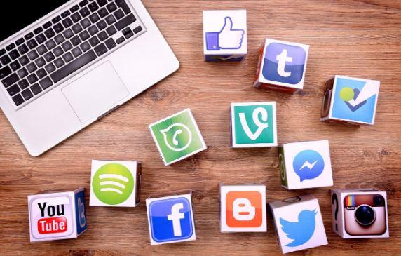 Liên kết website với mạng xã hội